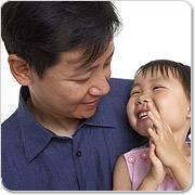 Aziatische vader en zijn dochter